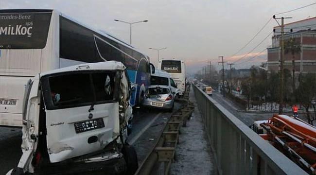 İzmir'de 20 Araçlık Zincirleme Trafik Kazası