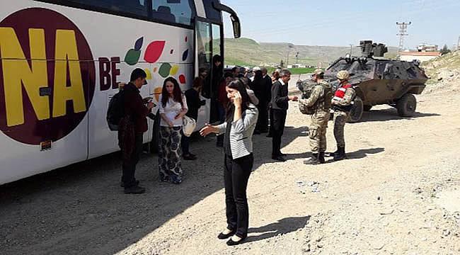 Polis Baydemir'in Yolunu Kesip 'Şarkı Çalmanız Yasak' Dedi