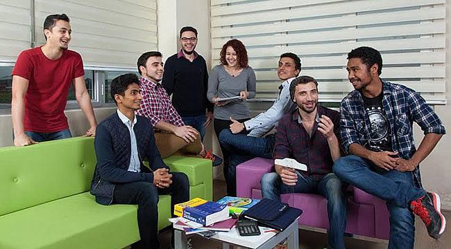 Yabancı Uyruklu Öğrenciler İKÇÜ'de Mutlu