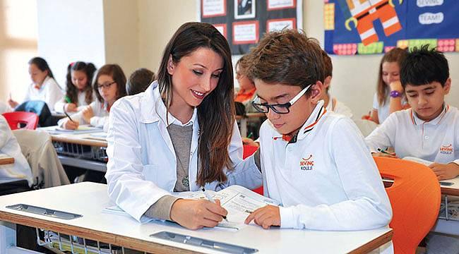 İzmir Sevinç Koleji'nde Yalnızca Öğrenciler Değil Öğretmenler de 'Başarıya Gülümsüyor'