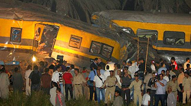 Mısır'da İki Tren Çarpıştı: 22 kişi öldü
