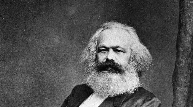 Sosyoloji Kitabından Marx Gitti Kutlu Doğum Geldi