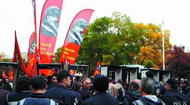 Sosyalistlerin O Bayrağı Anıtkabir'e Alınmadı