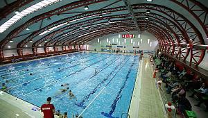 Karşıyaka'nın ilk Kapalı Yüzme Havuzu Açıldı