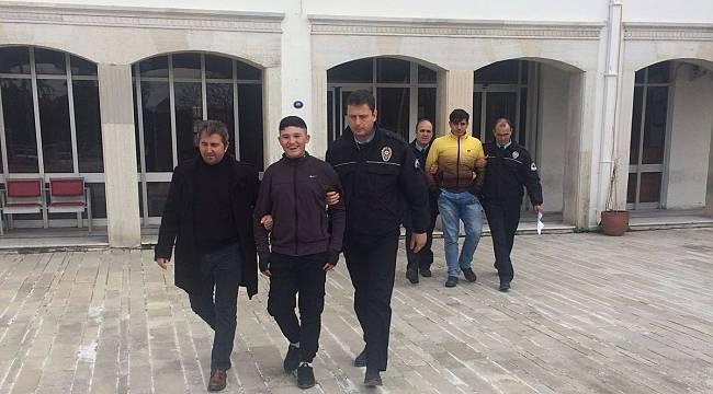 Foça'da Elektrikli Bisiklet Hırsızları Yakalandı