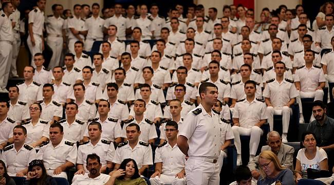 Geleceğin denizcileri brövelerini taktı