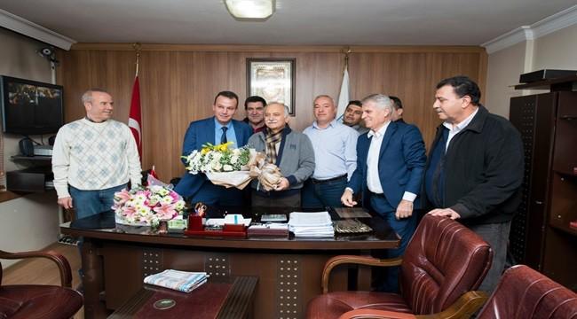 Minibüsçülerden Bayraklı Belediye Başkanı Hasan Karabağ'a teşekkür