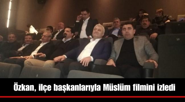 Özkan, ilçe başkanlarıyla Müslüm filmini izledi