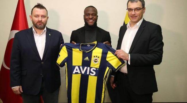 Fenerbahçe yeni transferi Victor Moses'i resmen açıkladı