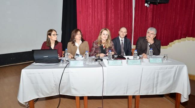 Foça'da 'Palmiye Kırmızı Böceği ve Çam Kese Tırtılı İle Mücadele' konulu konferans düzenlendi