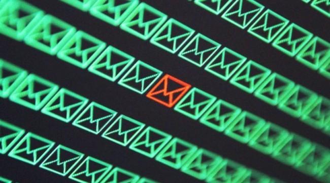 Yüz milyonlarca e-posta hesabı çalındı