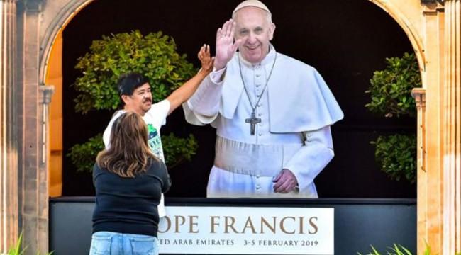 Papa, Birleşik Arap Emirlikleri'ni ziyaret ediyor