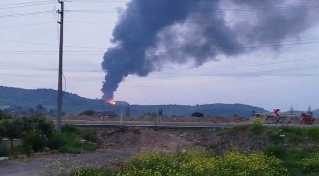Foça'da geri dönüşüm depolama alanında yangın