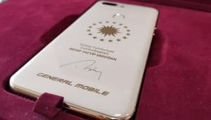 Cumhurbaşkanlığı forsu ve Erdoğan imzalı akıllı telefon!