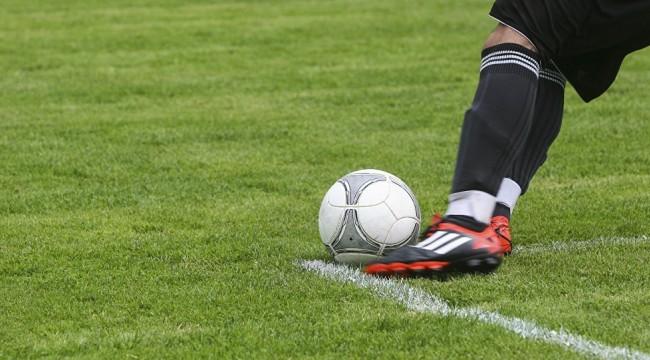 Maçta 15 kırmızı kart çıkınca karşılaşma tatil edildi