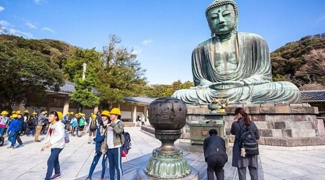 Japonya'dan turistlere 'Yürürken yemek yemeyin' uyarısı: Başkalarının üzerine dökülebilir