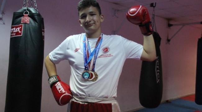 15 yaşındaki Kerem, kick boks ile hayata güldü