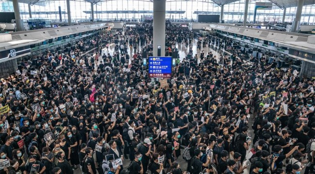 Hong Kong Uluslararası Havalimanı'nda seferler tekrar başladı