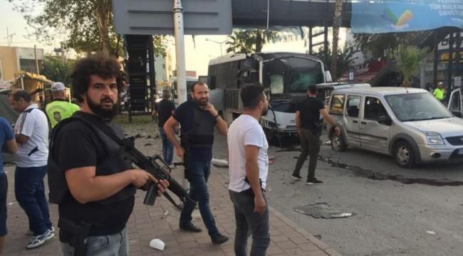 Adana'da çevik kuvvet otobüsüne bombalı saldırı: 1'i Polis 4 yaralı