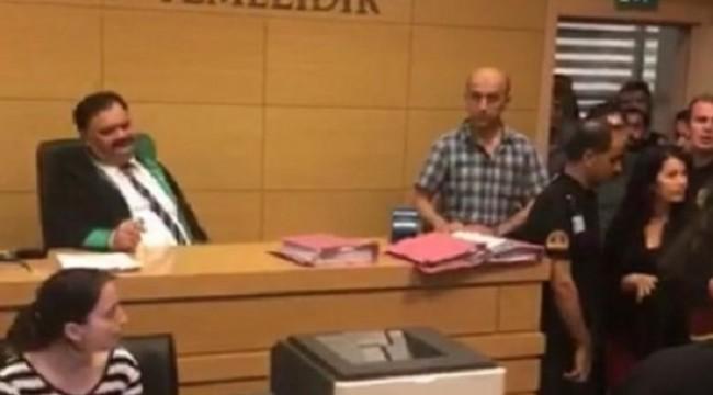 Avukatın etek boyunu ölçen hakim göreve başladı