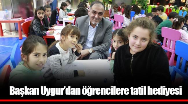 Başkan Uygur'dan öğrencilere tatil hediyesi