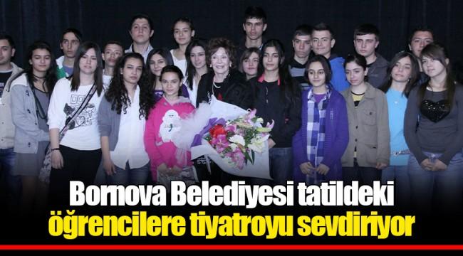 Bornova Belediyesi tatildeki öğrencilere  tiyatroyu sevdiriyor
