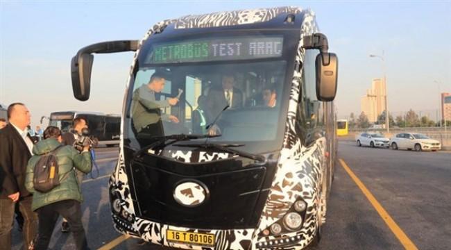 İmamoğlu yerli üretim metrobüsün test sürüşüne katıldı: 'Gecikmiş bir yatırım'