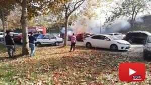 Mangal kömürü iki arabayı kül etti