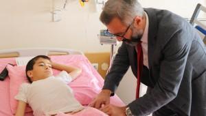 12 yaşındaki çocuğun testislerinden 350 gram ağırlığında taş çıkartıldı