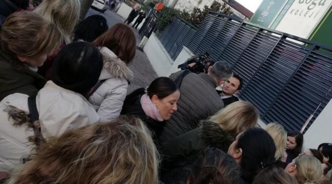 Maaşları ödenmeyen Doğa Okulları öğretmenleri eylem yaptı, velilerden destek geldi