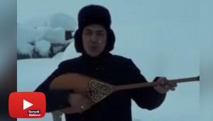 Karda mahsur kalan ozandan dombıralı yardım çağrısı