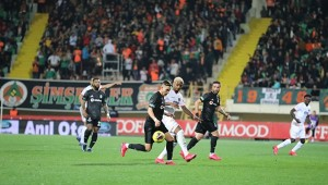 Beşiktaş zorlu deplasmanda Alanyaspor'u yendi