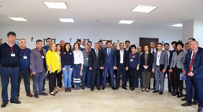 İzmir'de Özbek Sağlıkçılara Sertifikaları Verildi