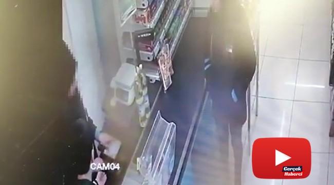 Markette bıçaklı gaspçı kamerada