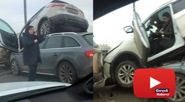 Rusya'da kaza yapan araçlar üst üste çıktı