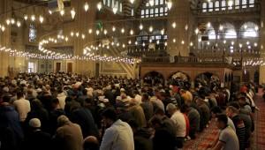 Tüm camilerde 'birlik ve beraberlik' konulu cuma hutbesi okunacak