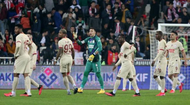 Galatasaray'dan ligleri erteleme talebi