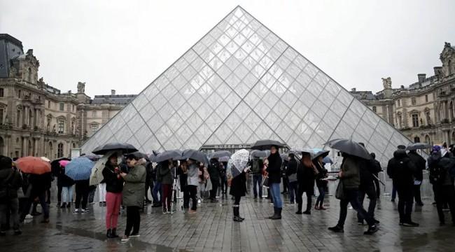 Koronavirüsten korkan görevliler çalışmama kararı aldı: Louvre Müzesi bugün de kapılarını kapattı