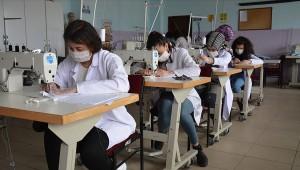 Meslek liselerinde bir haftada üretilen 500 bin maskenin dağıtımı yapıldı