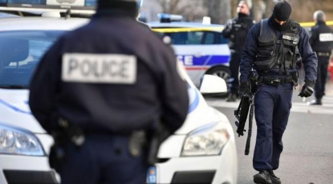 Fransa'da polis kılığına giren bir kişi sokağa çıkanları dolandırdı