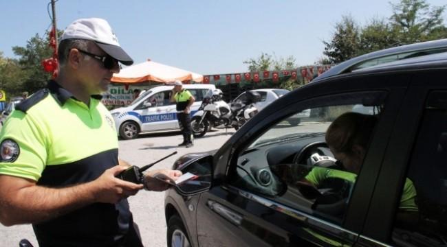 İzmir'de yasağa uymayan 748 kişiye işlem yapıldı