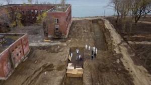 New York'ta Covid-19'dan ölenler için 'toplu mezar adası'na gömülüyor