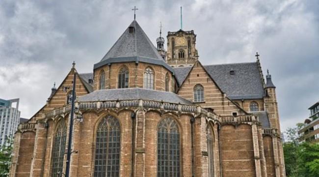 Koronavirüs: Hollanda'da Aziz Laurens Kilisesi salgın günlerinde halka moral vermek için Türkçe ezgiler çaldı
