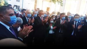 CHP'li vekiller, TBMM Başkanı Şentop'un makam girişine Anayasa kitapçığı bıraktı