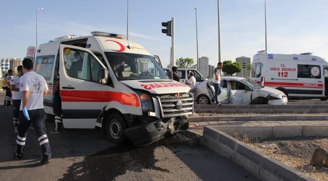 Koronavirüs vakası taşıyan ambulans kaza yaptı: 2 yaralı