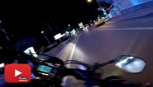 Motosikletlinin takla attığı feci kaza kamerada