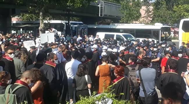 Avukatlar Ankara Adliyesi önünde oturma eylemi başlattı