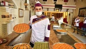 Charlize Theron'un baklava paylaşımı Gaziantep'i heyecanlandırdı