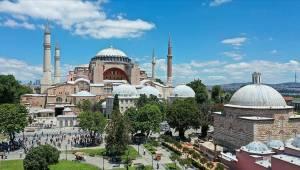 Diyanet: Ayasofya Camisi'nde bulunan resimler kılınacak namazların sıhhatine engel değil