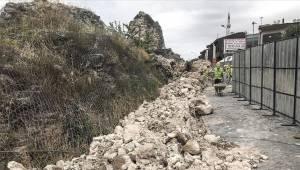 Fatih'te tarihi surların bir bölümü çöktü